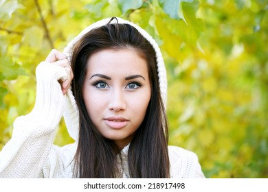 Attractive woman in the autumn park