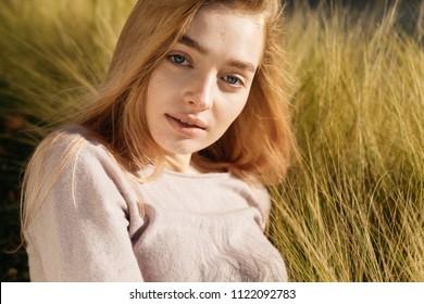blond und blaue augen