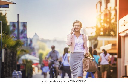 Attractive young businness woman with smart phone in the city