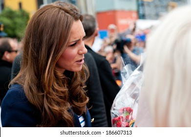 AUCKLAND, NEW ZEALAND - APRIL 11: The Duchess of Cambridge greeting crowds in Auckland�s Viaduct Harbour as part of the Royal New Zealand tour on April 11, 2014 in Auckland, New Zealand.