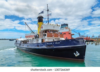 """Auckland / New Zealand - January 26 2019: The Historic Steam Tug """"William C Daldy"""", Built in Scotland in 1935, Taking People on a Pleasure Cruise of Auckland Harbour"""