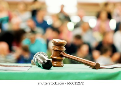 auction  bid sale judgment mallet with public
