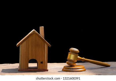 ้้house Auction, auction hammer , symbol of authority and Miniature house