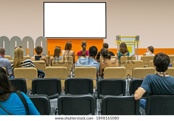 audience-conference-hall-shareholders-me