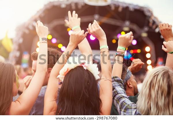 音楽祭で手を空にして聴く