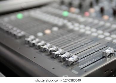 Audio mixing device