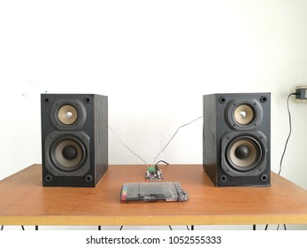 audio speaker with screwdriver set