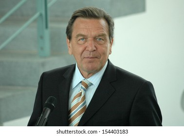 AUGUST 1, 2005 - BERLIN: Chancellor Gerhard Schroeder at a  presentation of a book on the art in the Chanclery, Berlin.