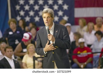 AUGUST 2004 - Senator John Kerry addressing audience of seniors at the Valley View Rec Center, Henderson, NV