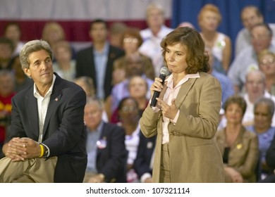 AUGUST 2004 - Teresa Heinz Kerry, with Senator John Kerry, addressing audience of seniors at the Valley View Rec Center, Henderson, NV