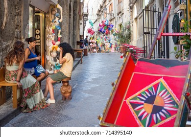 August 24, 2017 - Ortigia (Siracusa) - Italy: view of a characteristic alley of Ortigia (Sicily), Sicilian Carretto in the foreground.