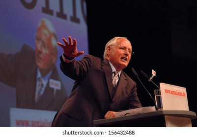 AUGUST 27, 2005 - BERLIN: Oskar Lafontaine at the party convention of the PDS (Socialist Party), Estrel Convention Center, Berlin.