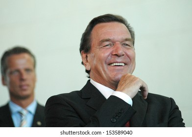 AUGUST 30, 2005 - BERLIN: Chancellor Gerhard Schroeder at a reception for young scientists in the Chanclery in Berlin.