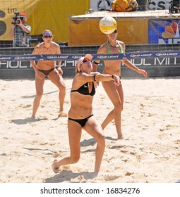August 31, 2008-Mason, Ohio.  Kerri Walsh sets the ball for her partner during the finals of an AVP tourney vs. Elaine Youngs and Nicole Branagh.  Walsh was defeated for the first time in over a year