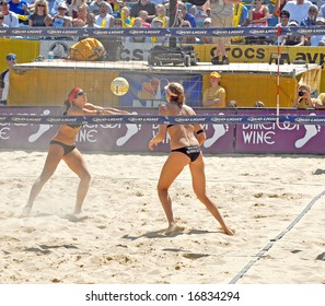 August 31, 2008-Mason, Ohio.  Misty May sets the ball for Kerri Walsh during the finals of an AVP tourney vs Elaine Youngs and Nicole Branagh.  Walsh &May were beaten for the first time in over a year