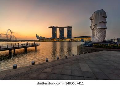 August 4, 2019 - Singapore: Sunrise view at Merlion Park, Singapore
