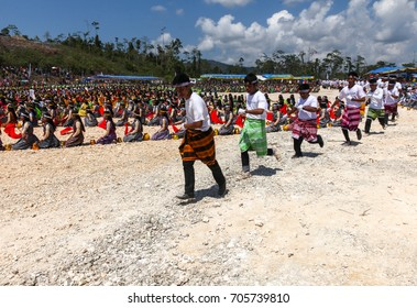 AUGUSTS 23, 2014, BUTON ISLAND, INDONESIA - Twenty thousand teenagers set Boshu dance at Buton Island Festival and recorded at the Indonesian Record Museum. Boshu is a clay container to carry water