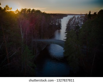 Aunessilta, an old stone bridge which is made of granite, is a landmark of Paarlahti, Tampere. Aunessalmi strait connects Paarlahti to Nasijarvi lake