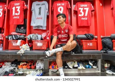 Aung Thu of SCG Muangthong United in action during before The Football Thai League match between SCG Muangthong United and PT Prachuap F.C.at SCG Stadium on February24,2019 in Nonthaburi,Thailand
