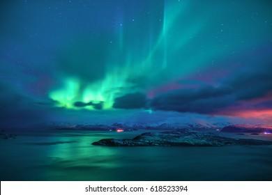 Aurora borealis in der Sternennacht Norwegens