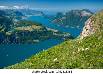 Aussicht vom Fronalpstock über den Vierwaldstättersee und Urnersee in der Innerschweiz