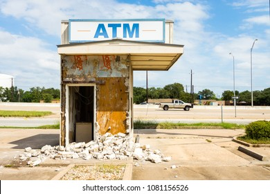 AUSTIN, TEXAS - CIRCA OCTOBER 2017: An out of business bank and ATM sits abandoned and bankrupt near Interstate 183 highway in northwest Austin, Texas.