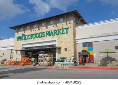 AUSTIN, TEXAS - SEPTEMBER 21 2016: Whole Foods Market Arbor Trails on a sunny morning in Austin