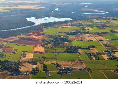 Australia, aerial view over agricultural landscape along Murray river around Mildura