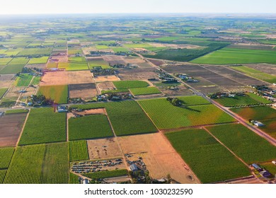 Australia, aerial view over agricultural landscape around Mildura