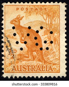 AUSTRALIA - CIRCA 1937: A stamp printed in Australia shows Kangroo, series, circa 1937