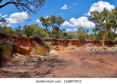 Australia, NT, Ochre Pits in West McDonnell Range national park, ochre used by Aborigine people for ceremonies