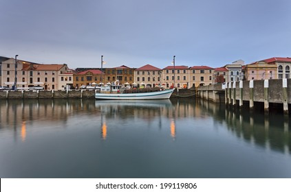 australia tasmania hobart sullivan's cove waterfront facades of historic houses hotels and cafes with docked trawler reflecting in still harbour waters