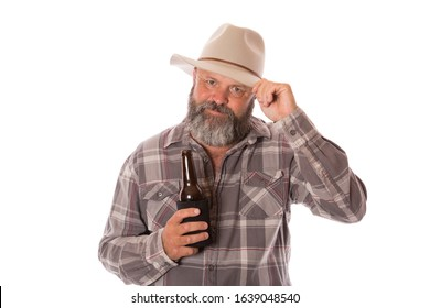 An Australian man tipping hat while holding a beer bottle.