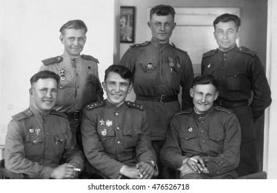 AUSTRIA - CIRCA 1945: Vintage photo of Soviet soldiers city Enzdorf.