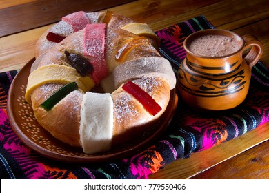 """Authentic """"Rosca de Reyes"""" and chocolate"""