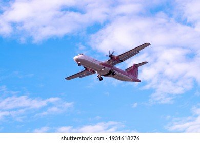 The author takes photos in Ho Chi Minh city. Time: afternoon on February 28, 2021. Content: when the plane is about to land
