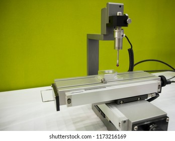 Auto measuring machine , CMM , Measuring dimension of precision part , auto probe touching