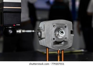 Auto measuring machine , CMM , Measuring dimension of precision part , auto probe touching