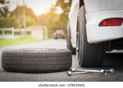 Auto mechanic changing wheel,Changing tires repair cracked tires.