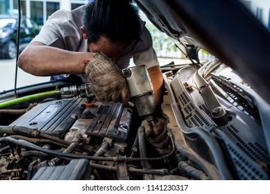 auto mechanic Engine Repair at Service Center