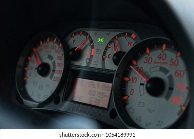 Auto velocimeter on dashboard
