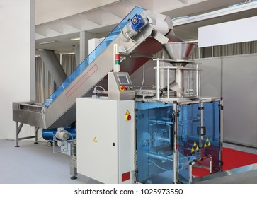 Automated Packing Machine With Conveyor in Food Factory