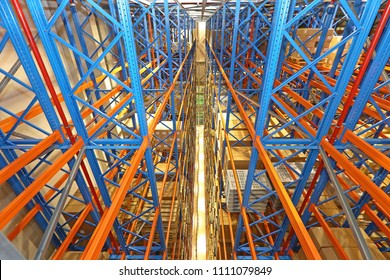 Automated Storage and Retrieval System in Distrbution Warehouse