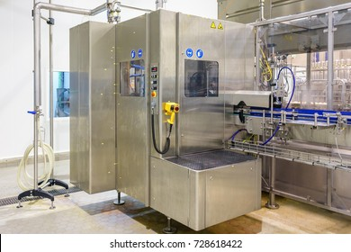 Automatic canning line. Filling machine for filling of liquid food products in canning