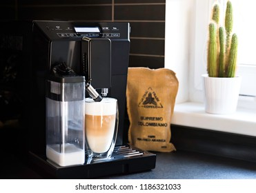 Automatic coffee maker and cafe latte