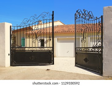 Automatic opening house entrance gate