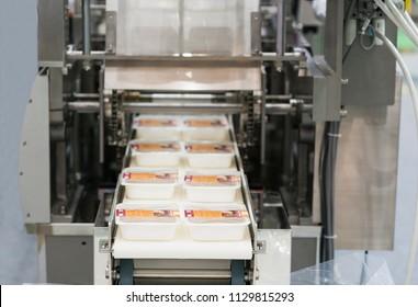 Automatische Verpackungsmaschine mit Plastiktüten und Papierkisten, Hochgeschwindigkeits-Verpackungsmaschine für die Lebensmittelindustrie, Hochtechnologie-Herstellungsverfahren