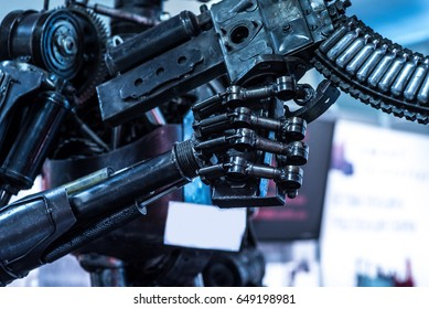 Automatic robot hand for killing people