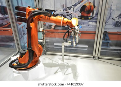 Automatic robotic arm for  jobs in production