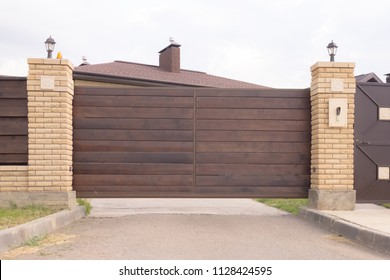 Automatic sliding gate with wood texture in a rustic house